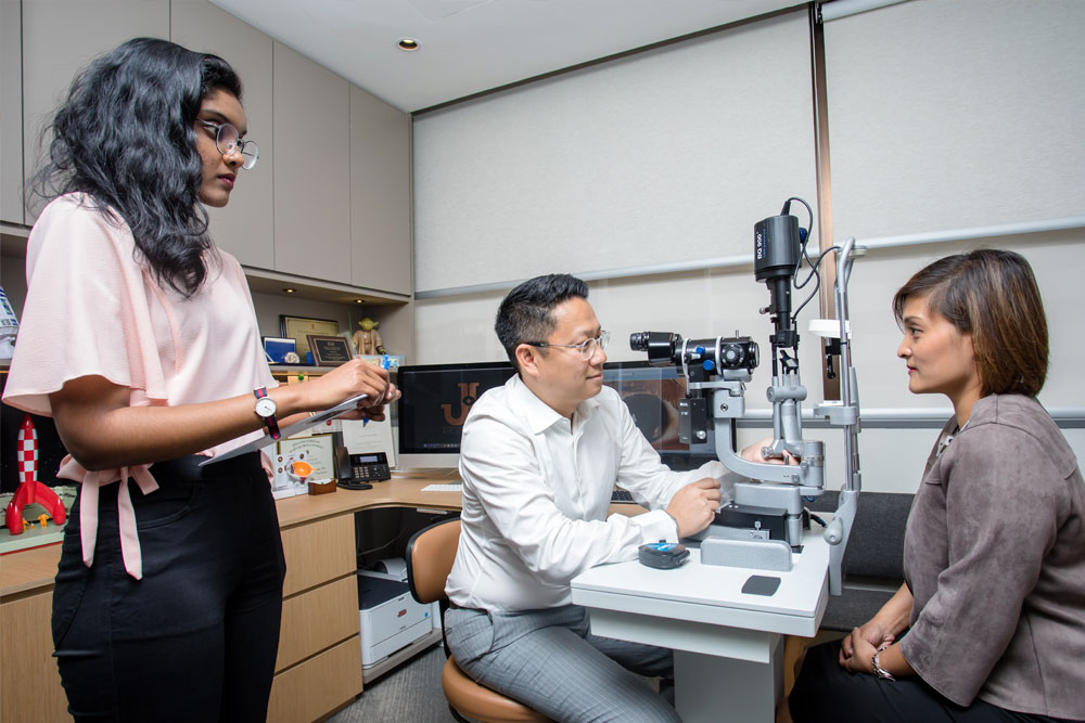 Dr Jimmy Lim JL Eye Specialists Clinic in Singapore Glaucoma Test Screening Female Asian team